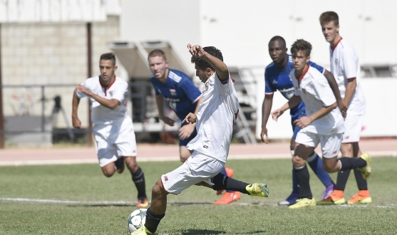 Mena del Sevilla FC ante el Olympique en la Youth League