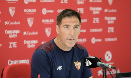 Eduardo Berizzo in press room