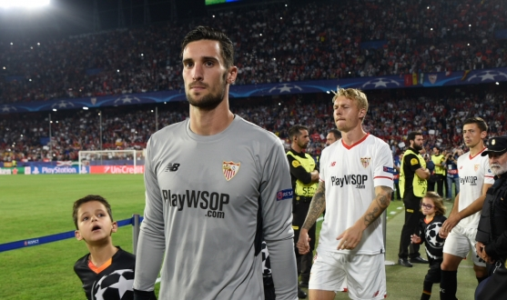 Walk onto the field of Sevilla FC against Spartak
