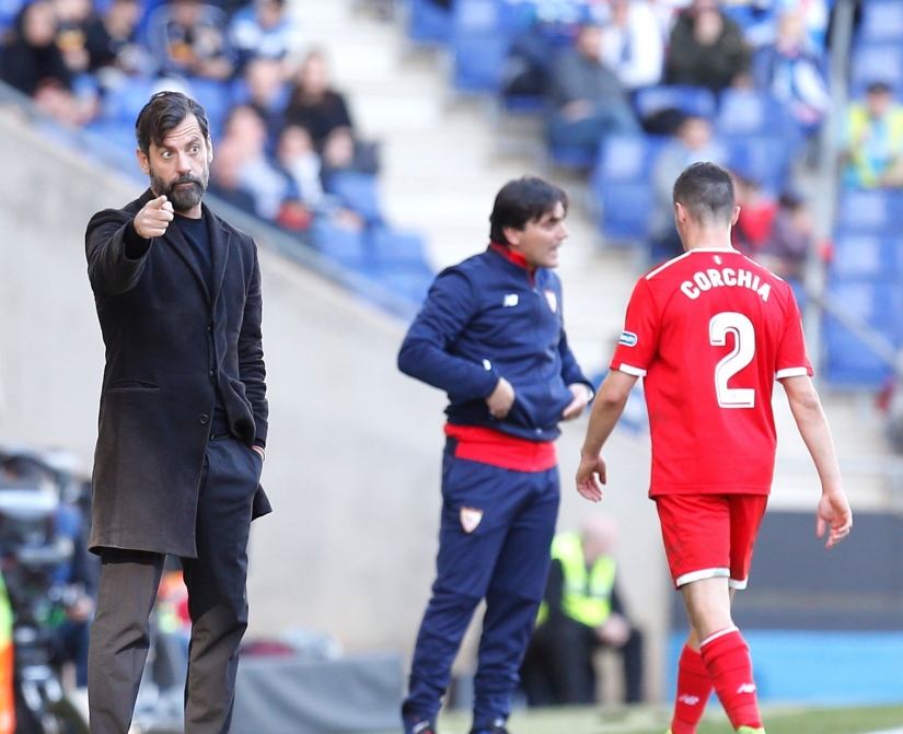 Montella donnant des instructions durant le match contre l'Espanyol